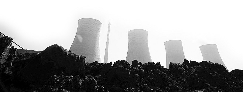 山西省煤炭厅厅长吴永平近日表示,山西煤炭工业将在十二五开始新的转型,不追求煤炭数量的增长,而是追求煤炭经济效益的增长,以煤为基、多元发展,把资源优势变为品牌优势。今年山西煤炭系统将向非煤领域投资500多亿元。   吴永平表示,山西省要坚持延伸煤、超越煤、发展煤,从发展煤电化、煤焦化、煤气化、煤液化等产业链入手,提高煤炭资源的省内转化率、提高煤炭高端项目的落地率、提高煤炭资源的深加工率、提高煤炭服务产业的占比率,紧紧抓住综改试验区建设新机遇,先行先试,敢闯敢干,率先走出煤炭工业转型跨越发展的新路。